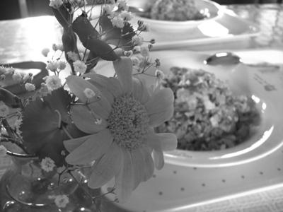 お昼ご飯にもう一品、花をそえて・・・
