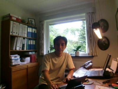 デンマークでお邪魔した書斎でネット