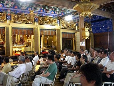 鯖江、地域活性化プランコンテストの様子:お寺の本堂で