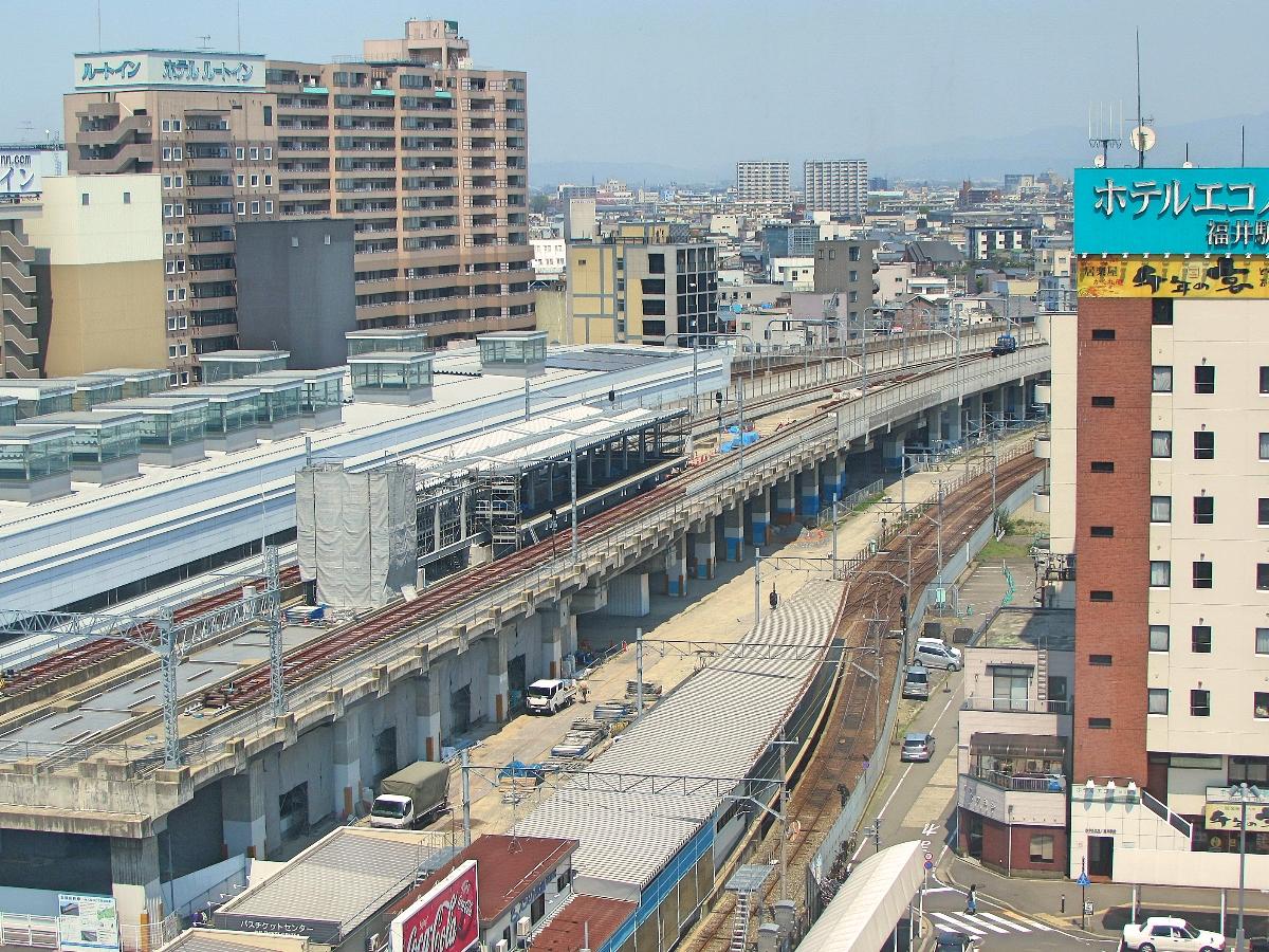 新幹線の駅に仮設されるえちぜん鉄道の福井駅